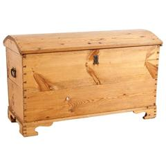 Large Blanket Chest or Trunk in Pine, circa 1800