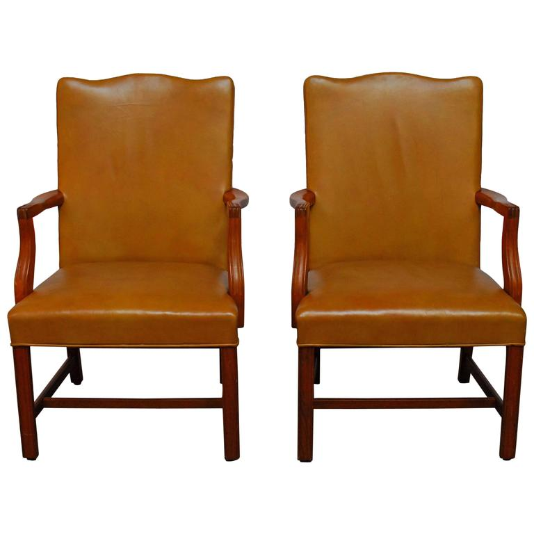 Merveilleux Pair Of Chippendale Leather Library Chairs For Sale