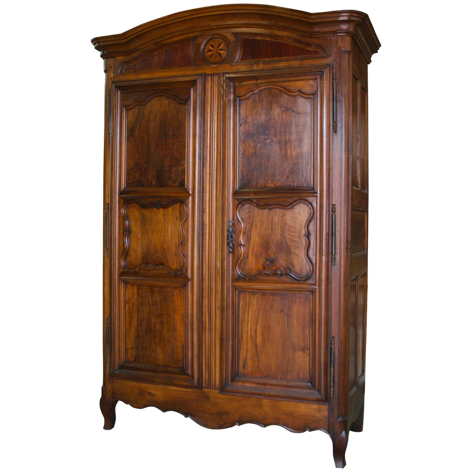 large louis xv armoire in walnut for sale at 1stdibs. Black Bedroom Furniture Sets. Home Design Ideas