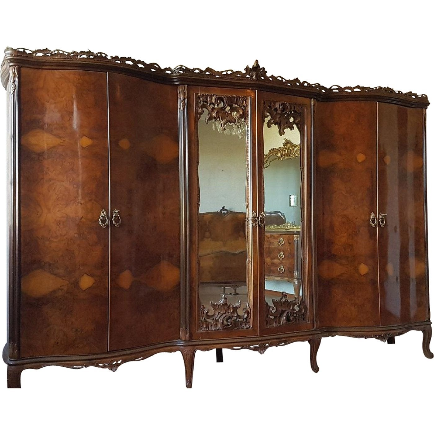 19th Century Italian Chippendale Bombay in Burl Walnut Bedroom Set