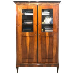 Biedermeier Vitrine/Bookcase, Walnut Veneer, South Germany circa 1825