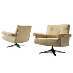 De Sede Pair of DS31 Swivel Chairs in Leather