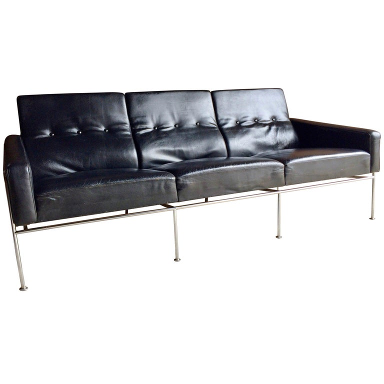 Arne Jacobsen Sofa Three Seat Leather Model 3300 1960s For
