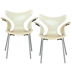 "Pair of Arne Jacobsen Model 3208 ""Seagull"" Chairs"