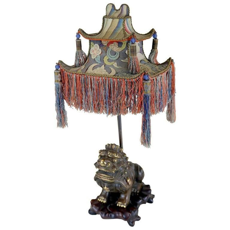 Rare 1920s Chinoiserie Table Lamp- Tasseled Pagoda Shade- Exotic Foo Dog Base For Sale