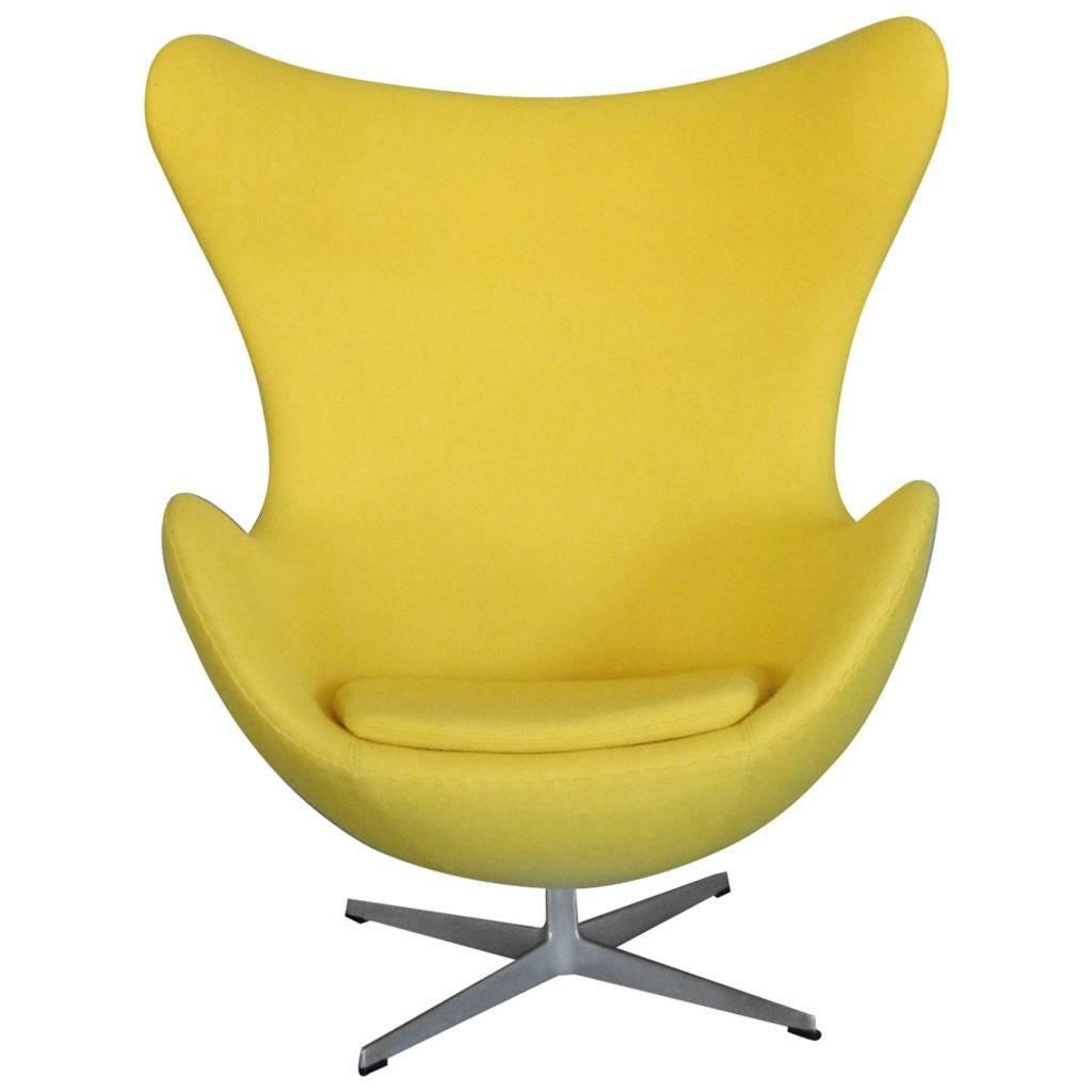 Properly Restored Arne Jacobsen yellow Egg Chair for Fritz Hansen Denmark