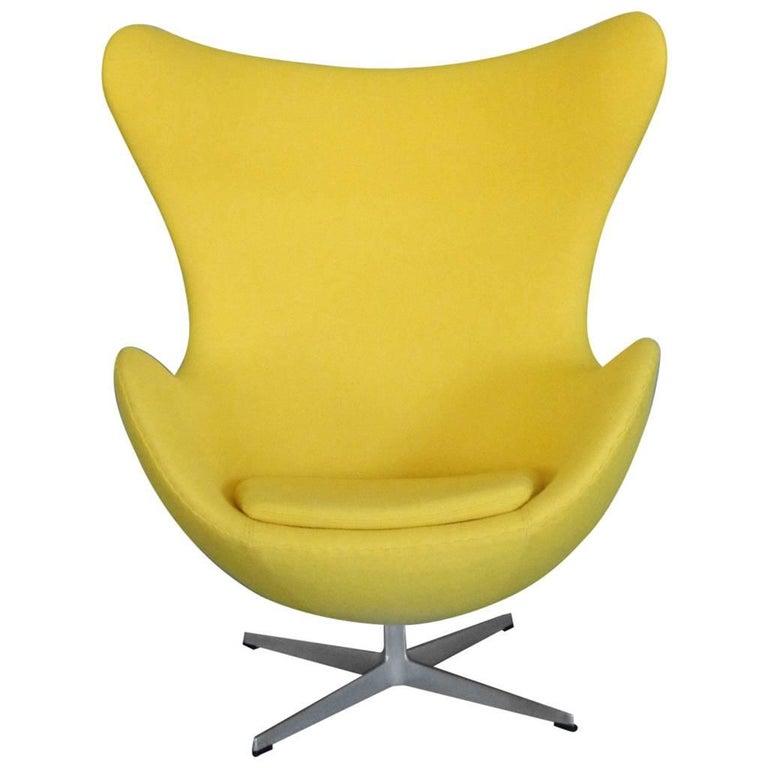 Properly Restored Arne Jacobsen yellow Egg Chair for Fritz Hansen Denmark For Sale