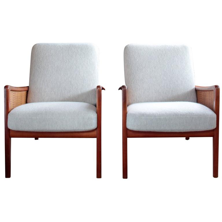 Pair of Midcentury Peter Hvidt and Olga Mølgaard Lounge Chairs 1