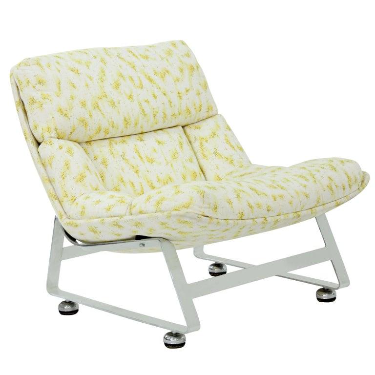 Scoop Lounge Chair with Steel Base For Sale