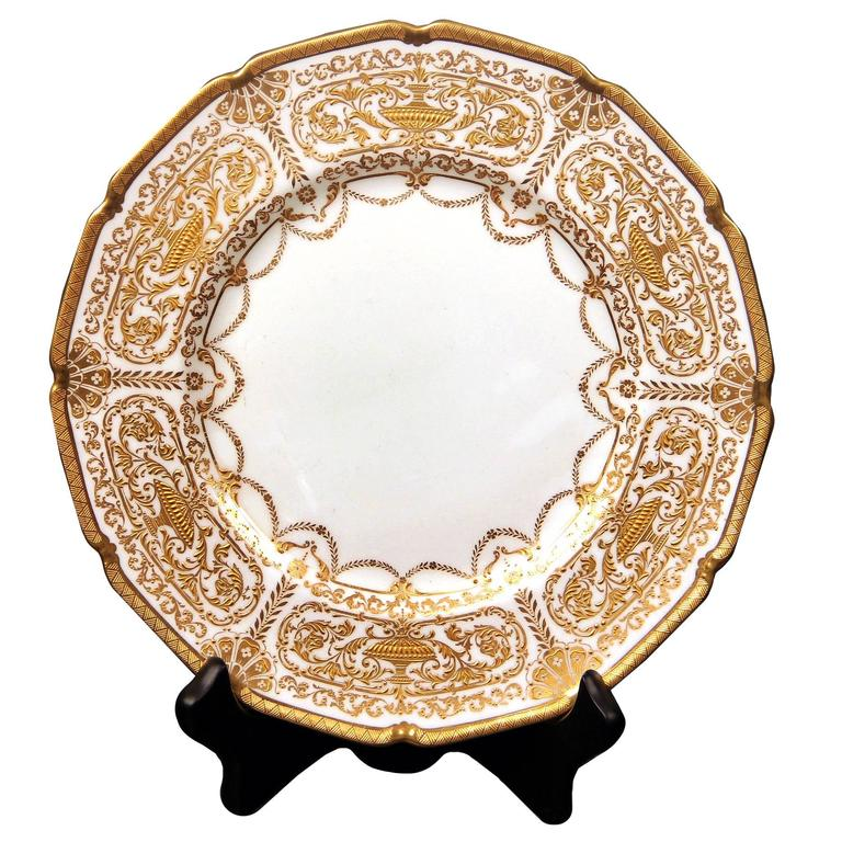 A beautiful set of 12 early 20th century English Royal Doulton plates.