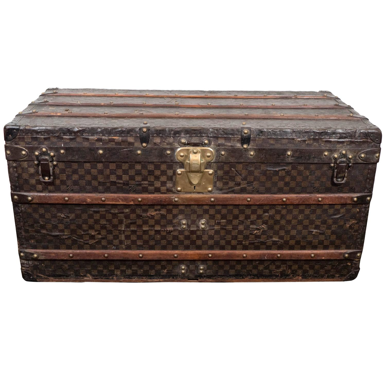 how to tell the age of a steamer trunk