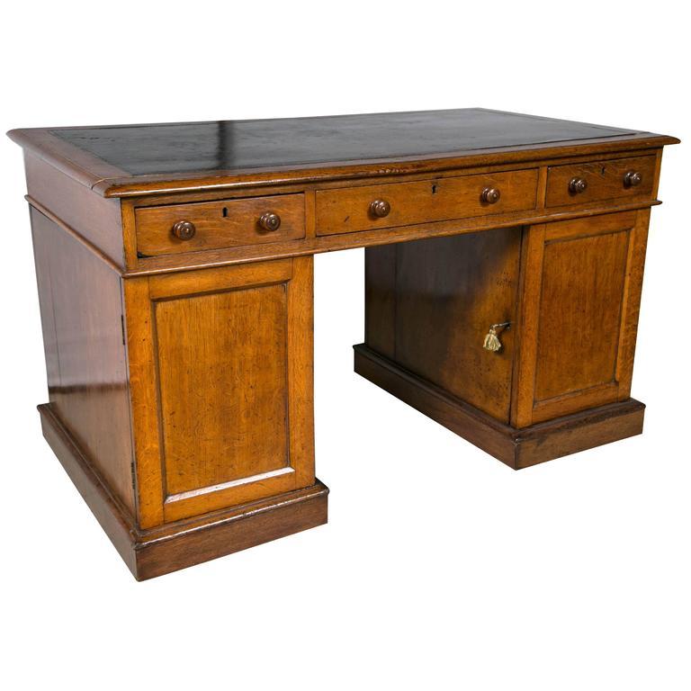 solid oak pedestal desk for sale at 1stdibs. Black Bedroom Furniture Sets. Home Design Ideas