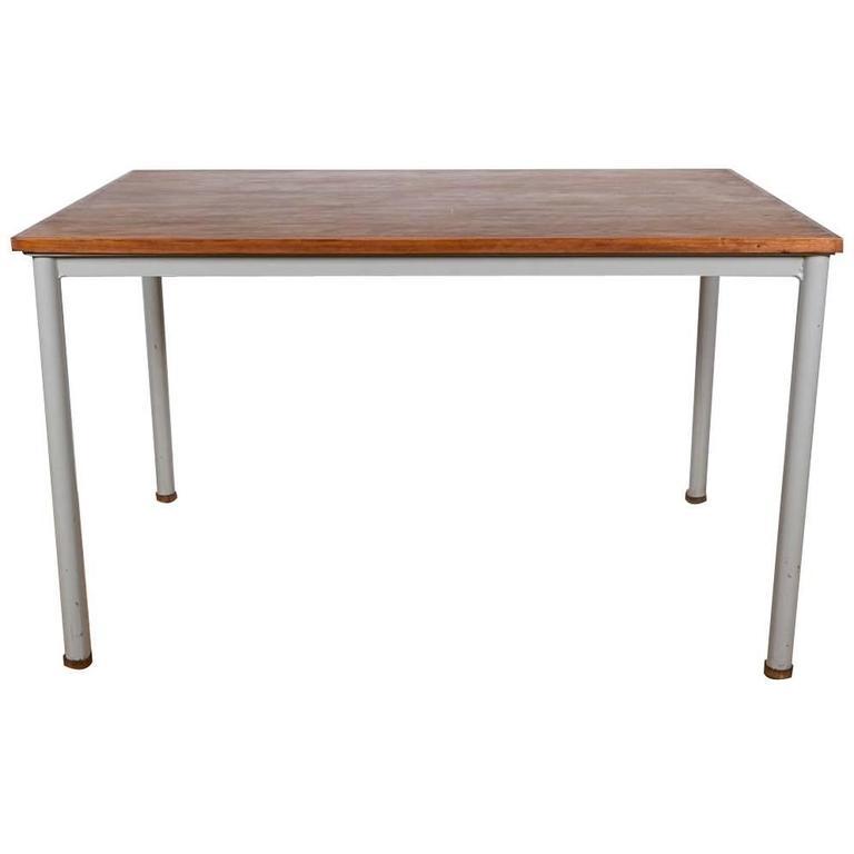 le corbusier desk table for sale at 1stdibs. Black Bedroom Furniture Sets. Home Design Ideas