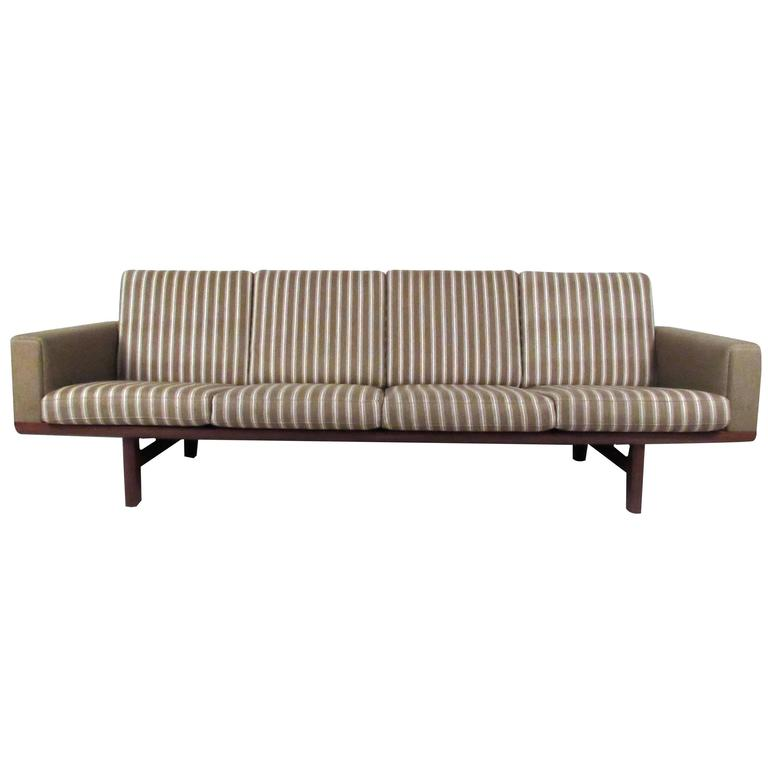 Hans Wegner for GETAMA Sofa 236/4 For Sale