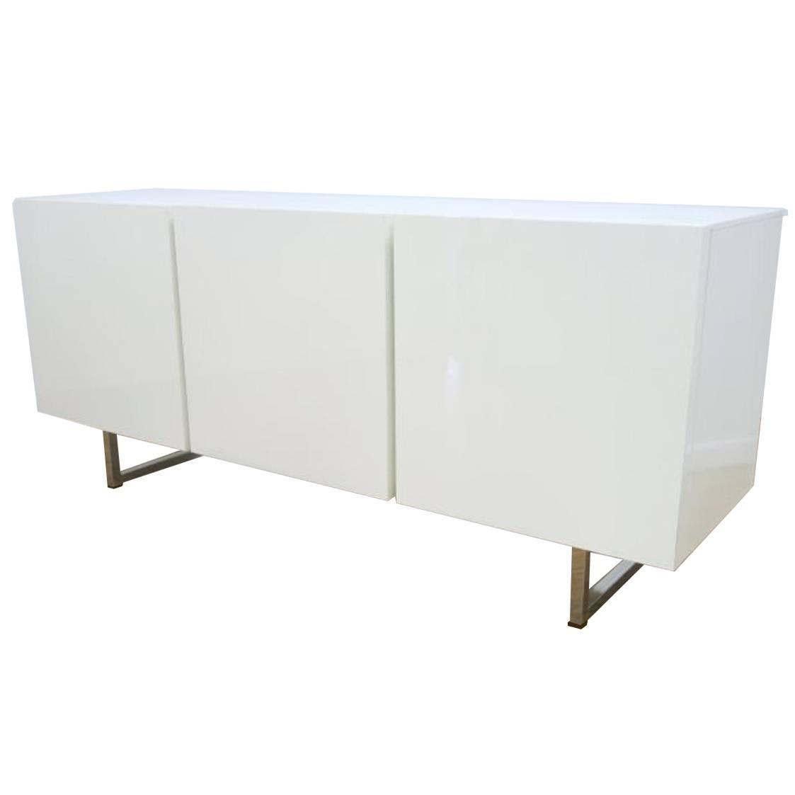 modern white lacquered credenza buffet dresser by. Black Bedroom Furniture Sets. Home Design Ideas