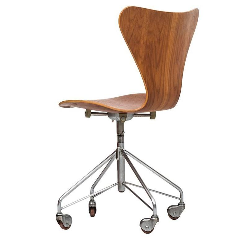 Arne Jacobsen Office Chair Model 3117 By Fritz Hansen In Denmark For