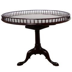 Large George III Mid-18th Century Tripod Tilt-Top Table