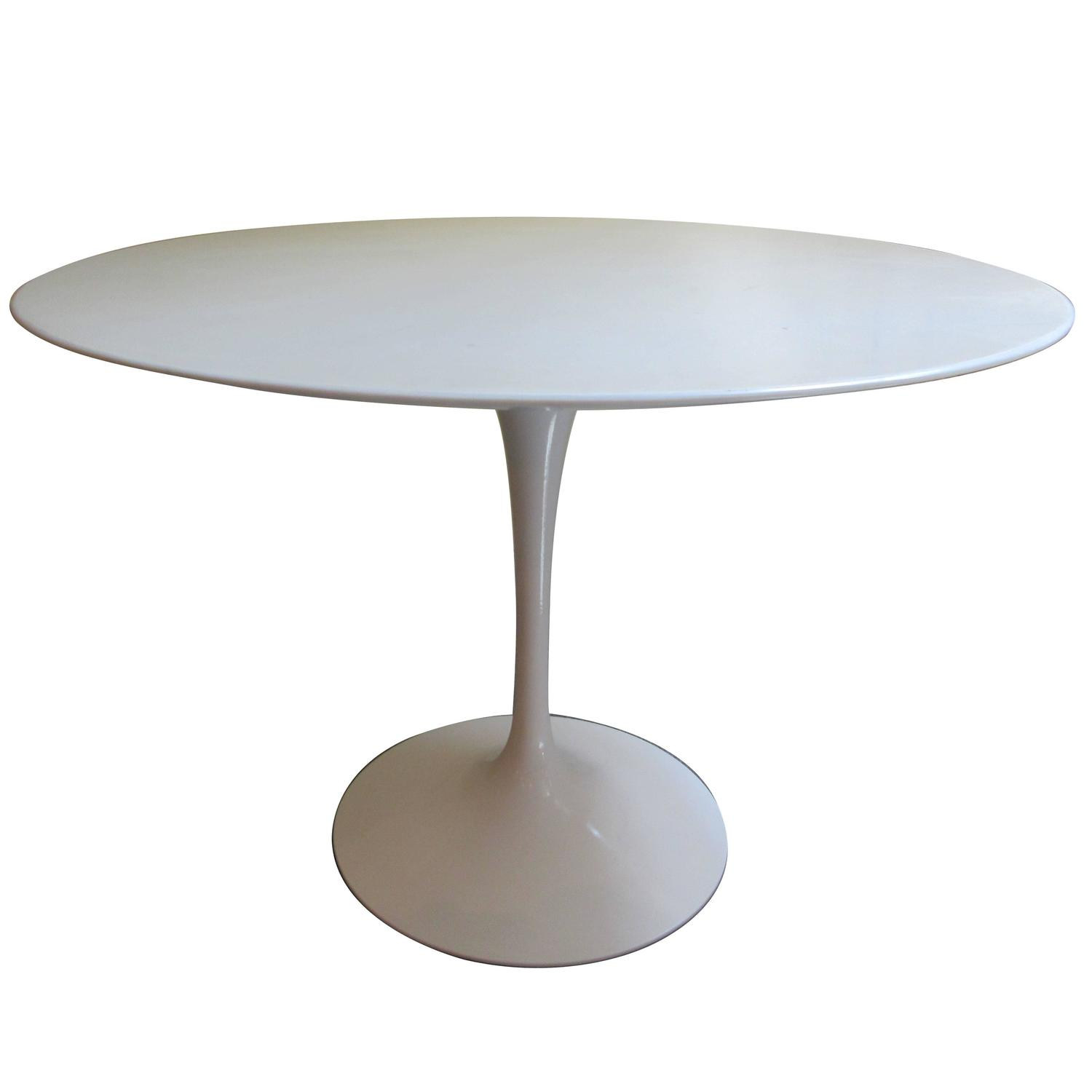 Eero saarinen dining table eero saarinen for knoll for Tulip dining table