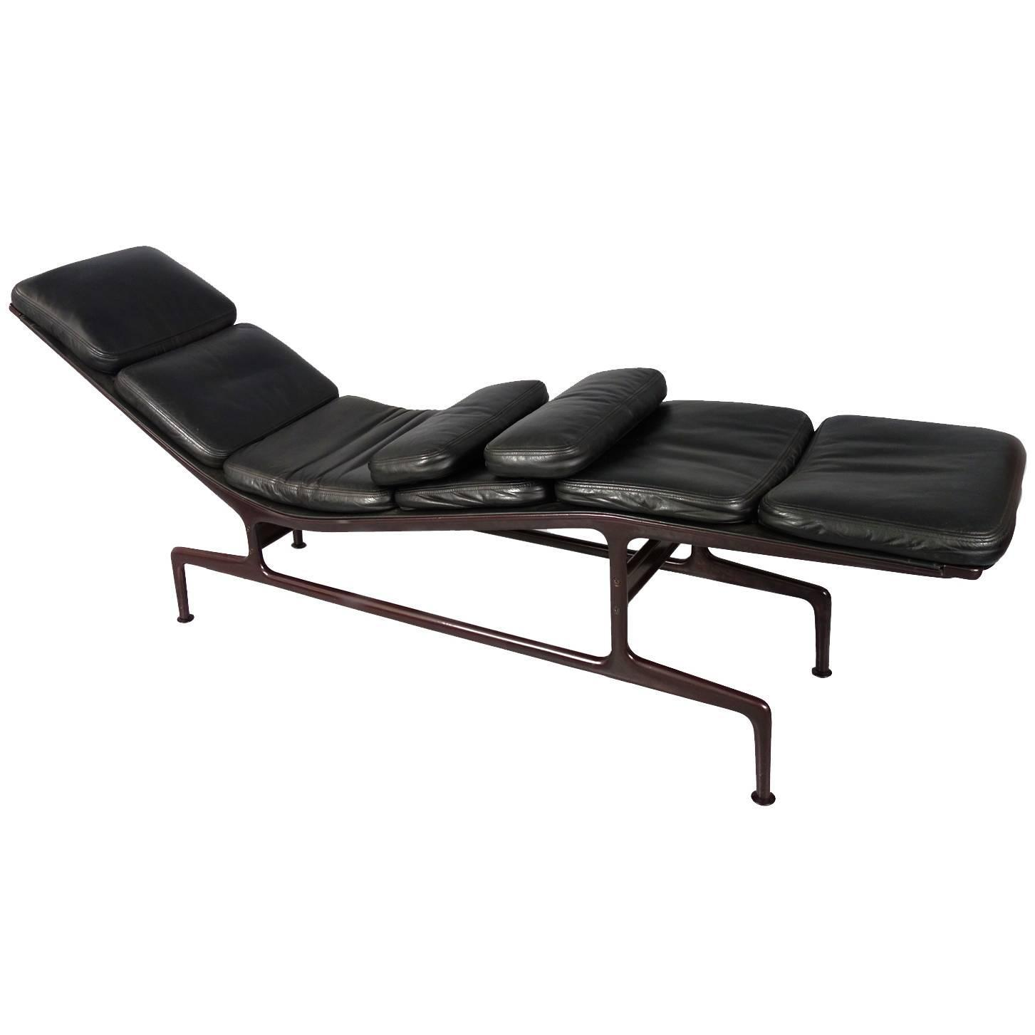 Billy wilder chaise longue by charles and ray eames at 1stdibs - Chaise charles et ray eames ...