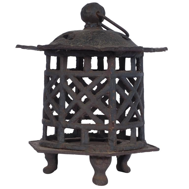 Antique iron japanese garden lantern at 1stdibs for Japanese landscape lanterns