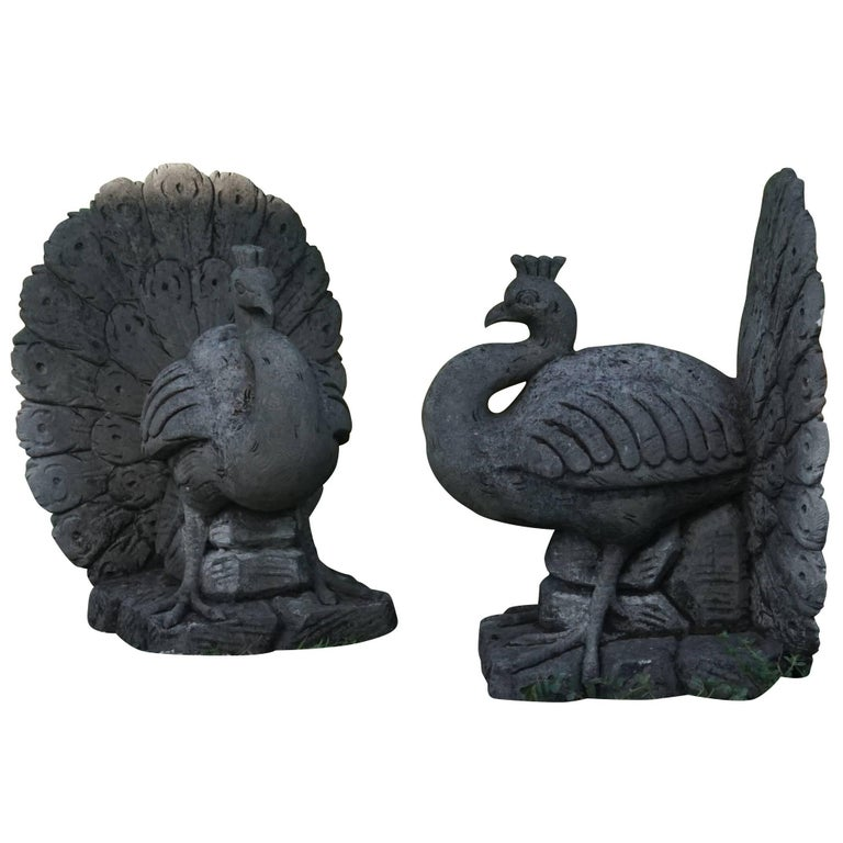 Early 20th Century Pair of Italian Garden Peacocks in Limestone For Sale