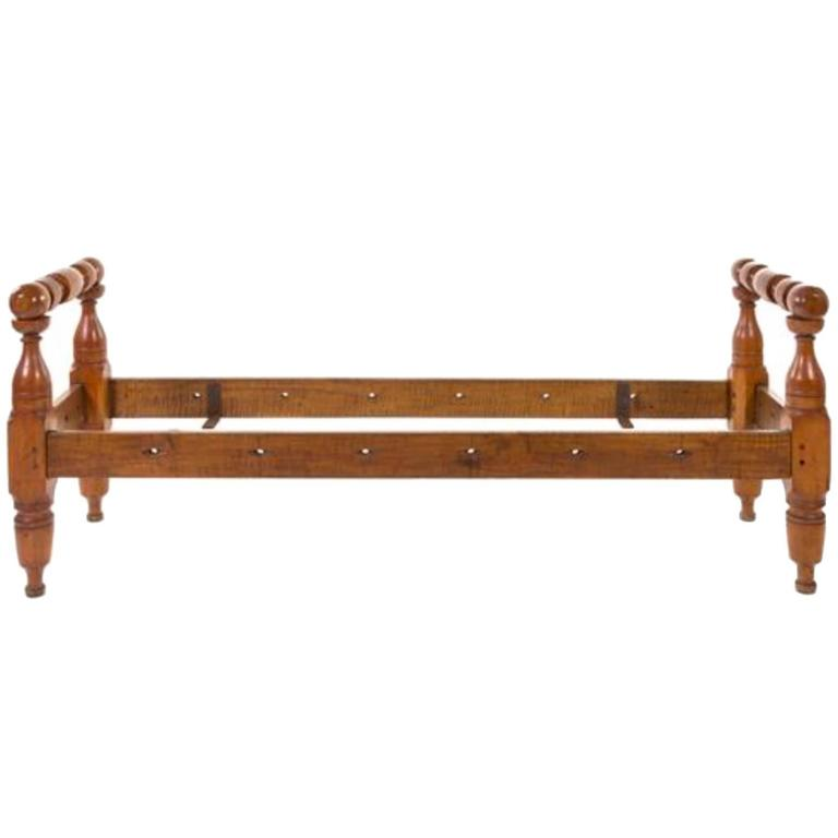American Provincial Maple Daybed, 19th Century For Sale