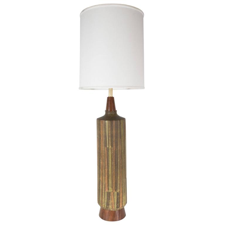 Mid-Century Organic Modern Ceramic & Walnut Table Lamp in Earth Tones by Raymor For Sale