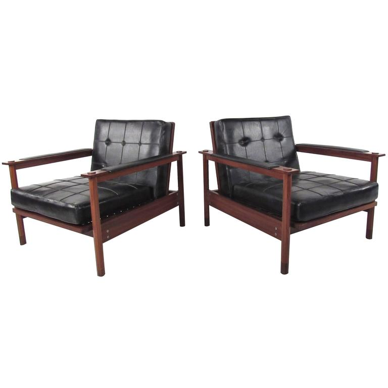 Pair of Stylish Mid-Century Modern Lounge Chairs