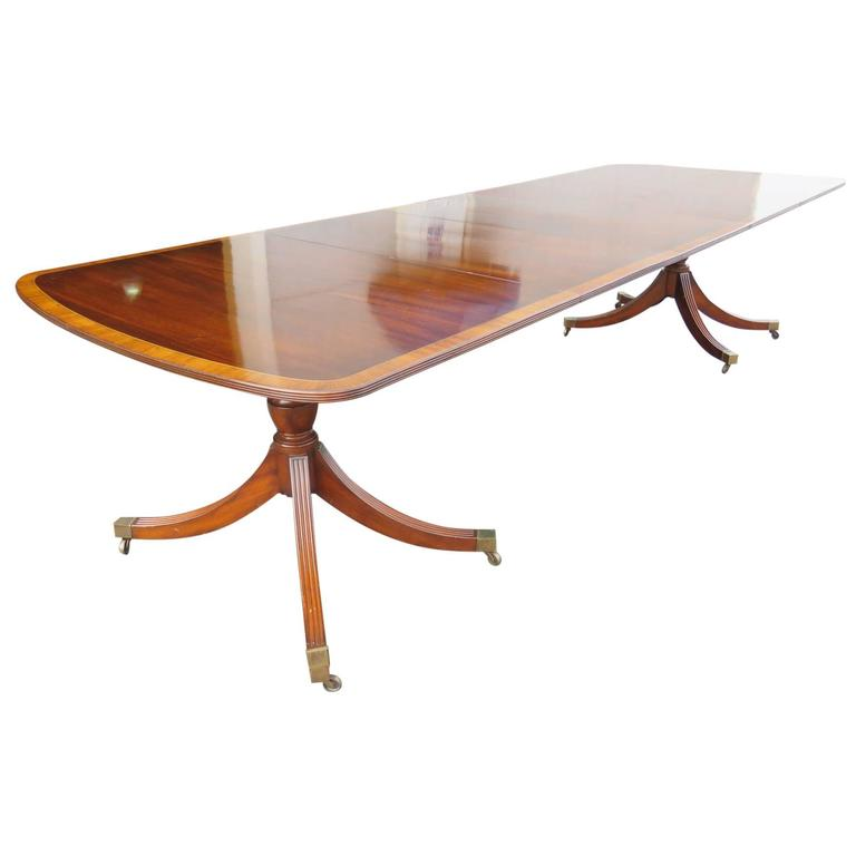 Mahogany Banded Pedestal Dining Table For Sale at 1stdibs : 7881orgl from www.1stdibs.com size 768 x 768 jpeg 20kB