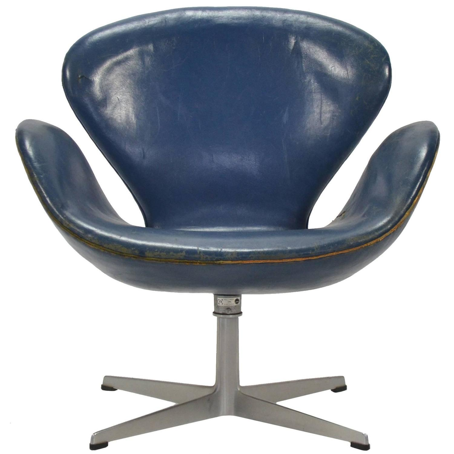 Arne jacobsen egg chair leather - Arne Jacobsen Swan Chair In Original Blue Leather By Fritz Hansen