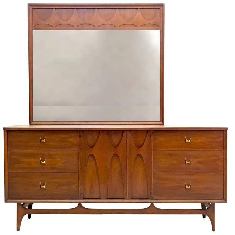 Charmant Triple Dresser And Mirror By Broyhill Brasilia Premier For Sale