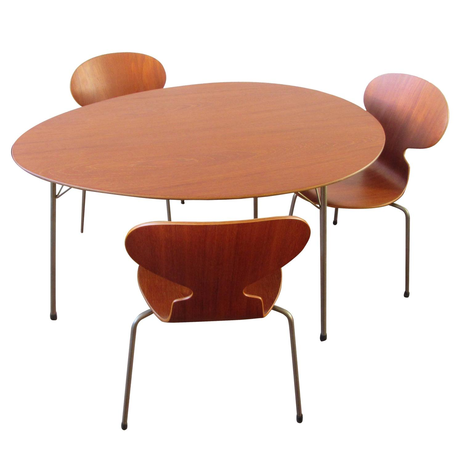 Pristine Three Legged Ant Table Set in Teak with Three Chairs by