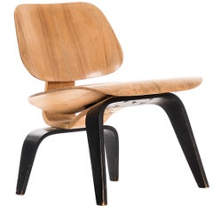 Early Charles and Ray Eames Molded LCW Lounge Chair