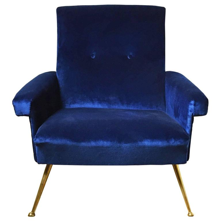 1960s Italian Button Back Club Chair in Blue Velvet For Sale