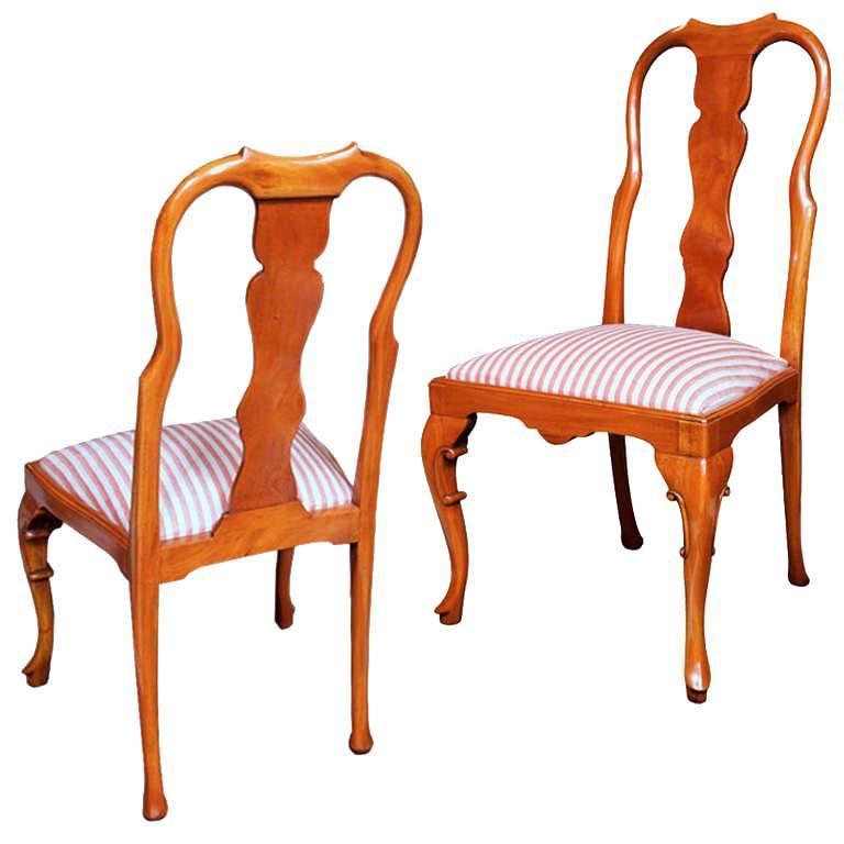 Walnut Queen Anne Style Chair