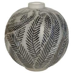 """René Lalique Vase """"Palmes"""" Black Enemaled"""