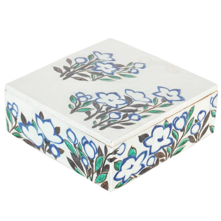 Japanese Ogata Kenzan Style Pottery Box, 20th Century