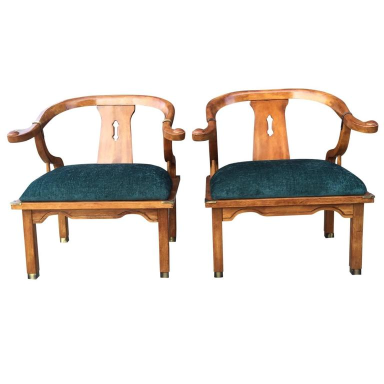 Exceptionnel Pair Of James Mont For Century Asian Inspired Horseshoe Chairs In Emerald  Green For Sale