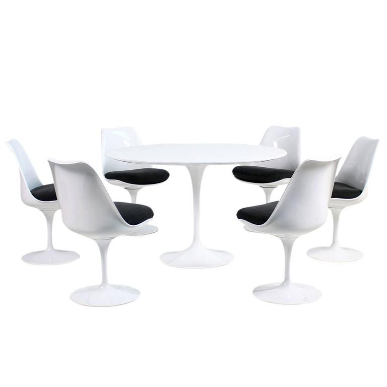 S Eero Saarinen Tulip Dining Table And Six Swivel Chairs Knoll - Eero saarinen tulip table and chairs