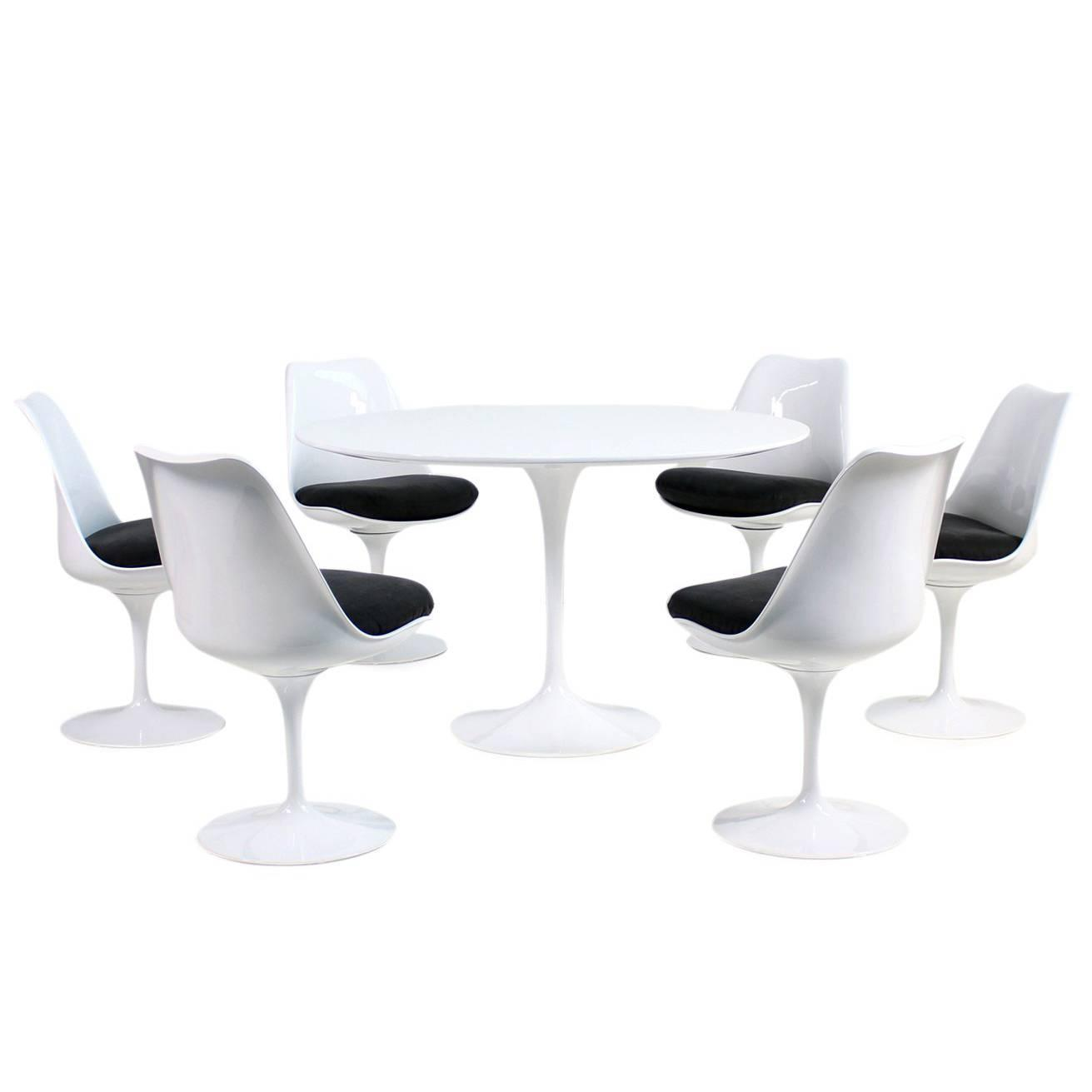 S Eero Saarinen Tulip Dining Table And Six Swivel Chairs Knoll - Original saarinen tulip table