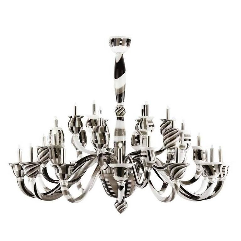 Italian Traditional Murano Glass Chandelier 1