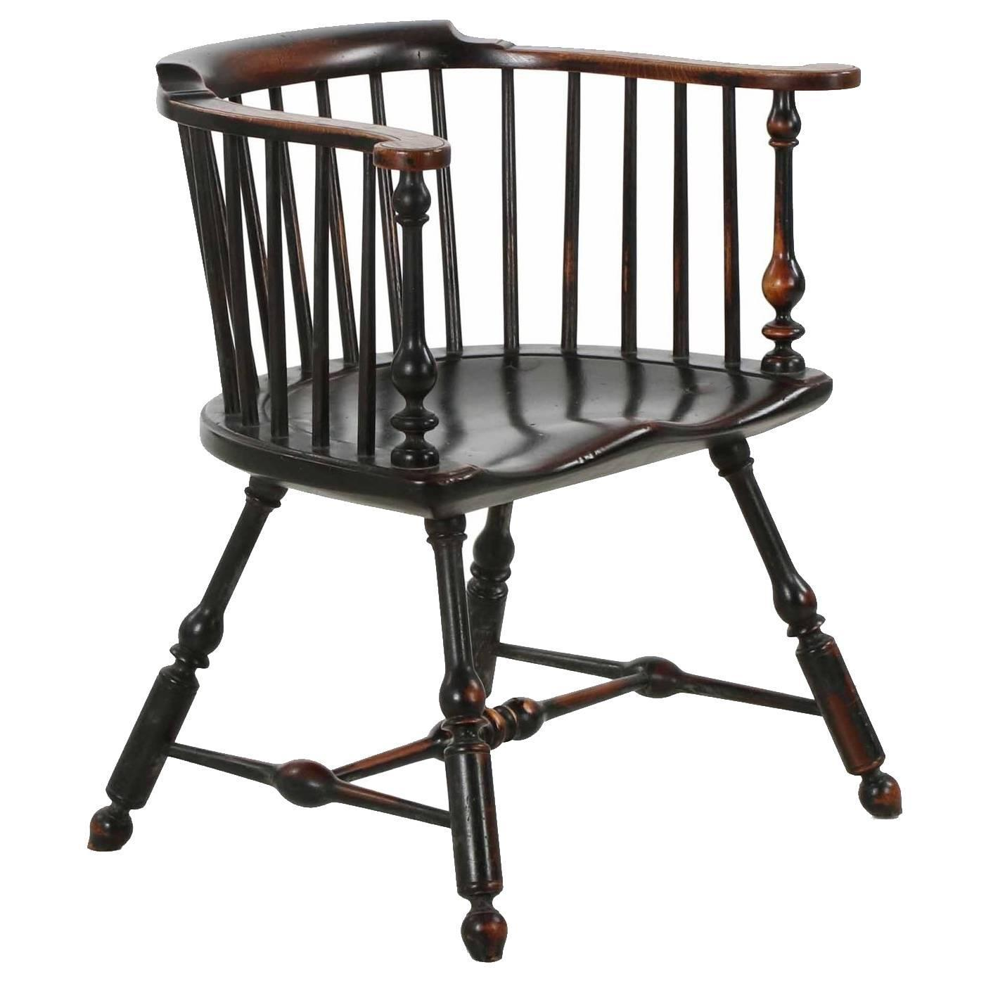 Pair of American Painted Lowback Windsor Antique Chairs, Early 20th Century  at 1stdibs - Pair Of American Painted Lowback Windsor Antique Chairs, Early 20th