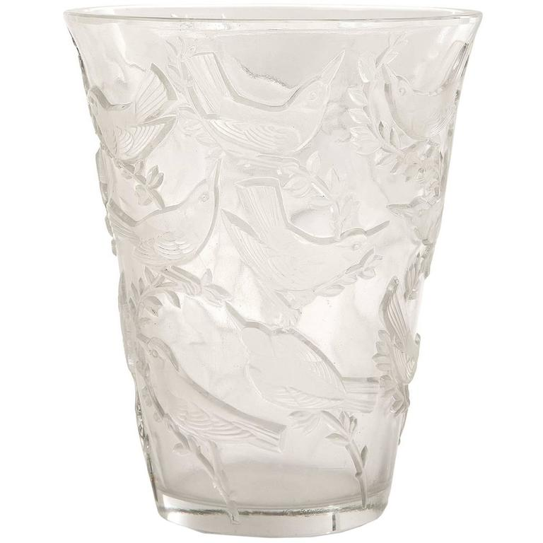 """René Lalique """"Grives"""" Vase For Sale"""
