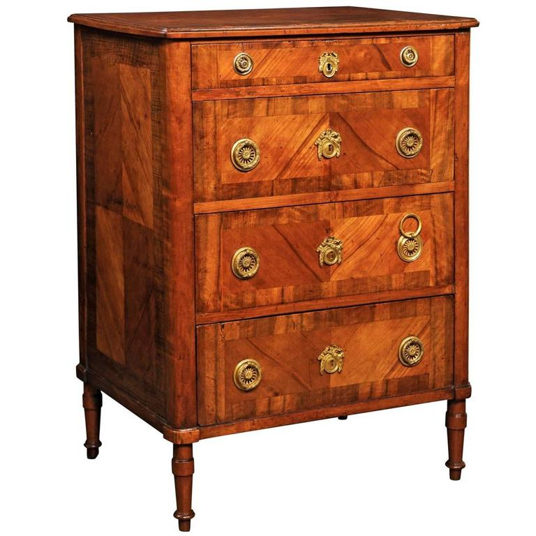 italian petite walnut veneered commode with four drawers circa 1800 for sale at 1stdibs. Black Bedroom Furniture Sets. Home Design Ideas