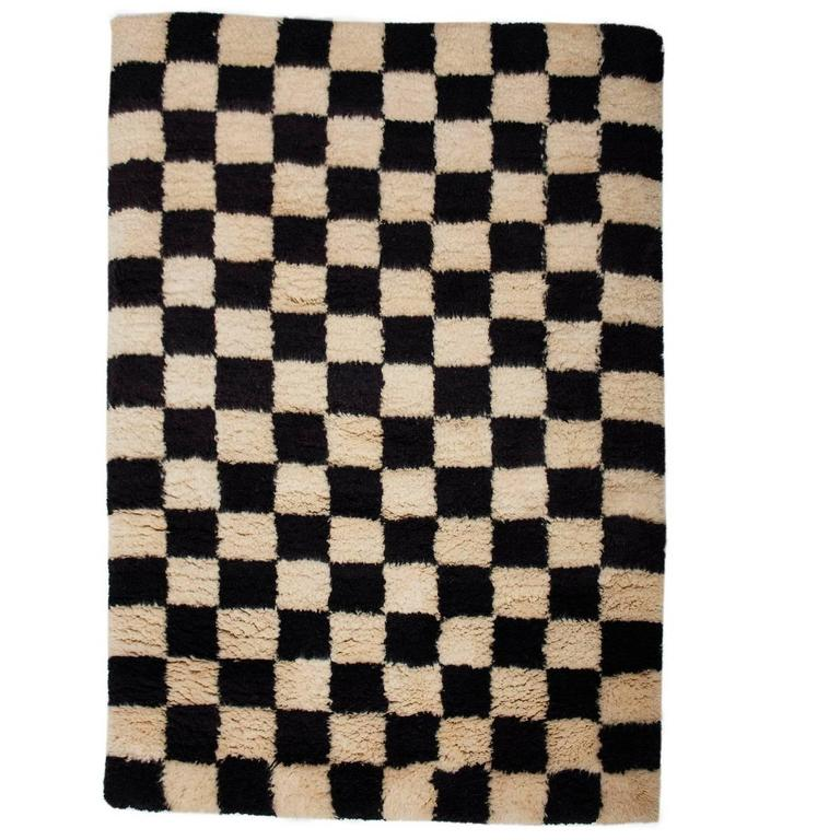 AELFIE Checkerboard Black U0026 White Shag Modern Geometric Hand Knotted Rug  Carpet For Sale