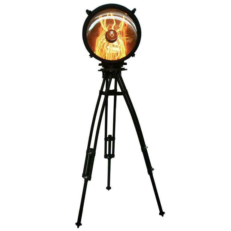 Tripod lubsko black tripod with black industrial spot for Black tripod spotlight floor lamp gold inner