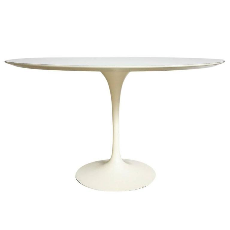 Saarinen Knoll Dining Table White Laminate 48 Inches Circular, USA, 1950s  For Sale