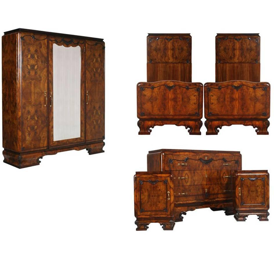 1920s Italian Art Deco Bedroom Set In Walnut And Burl Walnut By Meroni U0026  Fossati