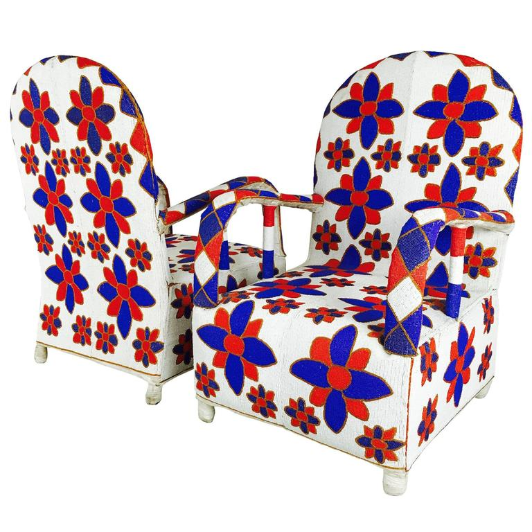 Etonnant Pair Of Red White And Blue Hand Beaded Nigerian Yoruba Tribal Armchairs For  Sale