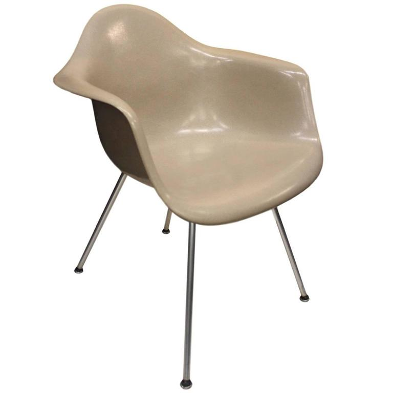 Original Vintage 1970s Herman Miller Fiberglass Shell Chair In Greige For  Sale